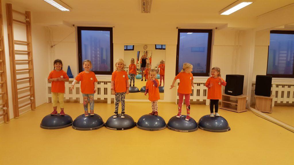 Děti a bosu...držíme balanc :-)